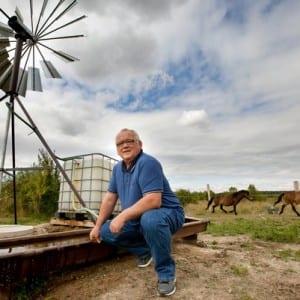 Staví větrná čerpadla, loni s nimi vyhrál energetického Oskara