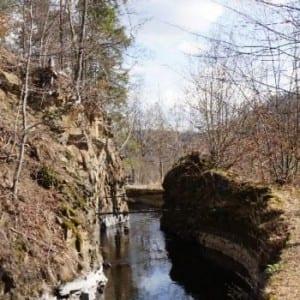 Strmými údolími Opavska podél Moravice, Melčského potoka i Melečku. Jako bonus technický unikát
