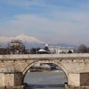 Makedonie: Řeka Vardar jako klíčová součást života v centru Skopje