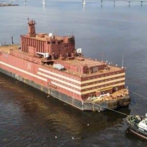Rusko spustilo kontroverzní projekt, první plovoucí jadernou elektrárnu na světě