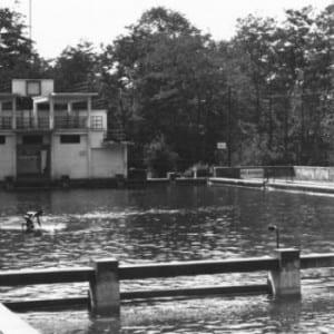 Před 83 lety začala koupací sezona na koupališti Hulváky v Ostravě