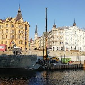 Pilotová stěna v Olomouci na pravém břehu je hotová
