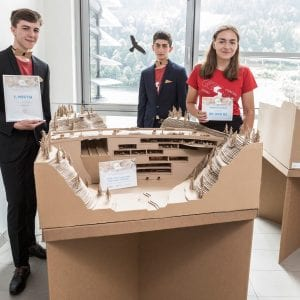 Nejlepší přehradu z vlnité lepenky postavili studenti z Vysokého Mýta