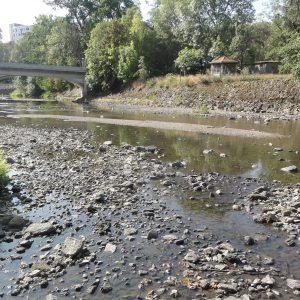 Průtoky v řekách klesají pod čtvrtinu červencových normálů