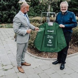 Středočeské vodárny: Unikátními vaky s vodou zachraňují stromy