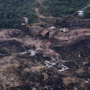 Brazilská federální policie navrhla obvinit dvě firmy za lednové protržení důlní nádrže