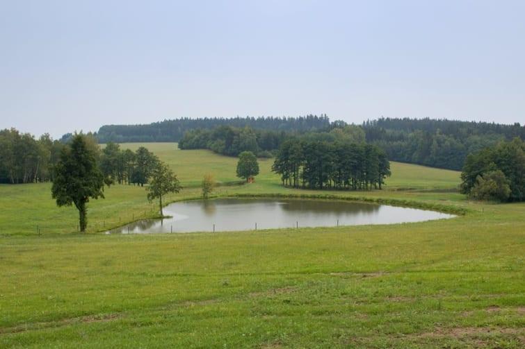 rybník-soukromý-pozemek-krajina-755x503