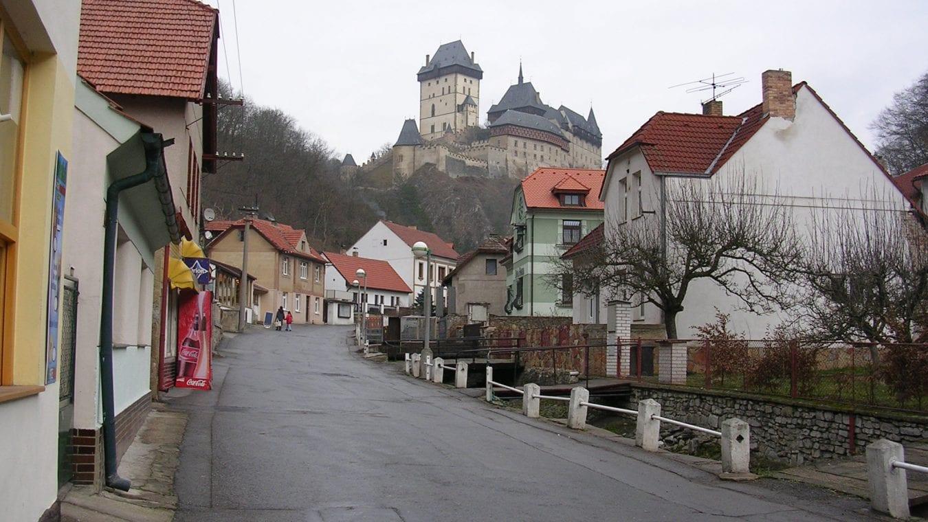 Karlštejn-obec_s_hradem