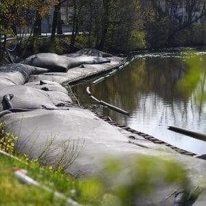 Odbahňování Matičního jezera v Pardubicích