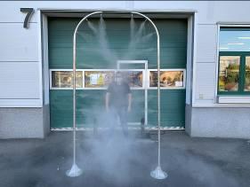 HENNLICH sestrojil dezinfekční rámy pro ochranu lidí na letištích nebo úřadech