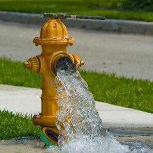 ČEVAK: Hydranty neslouží k napouštění bazénů