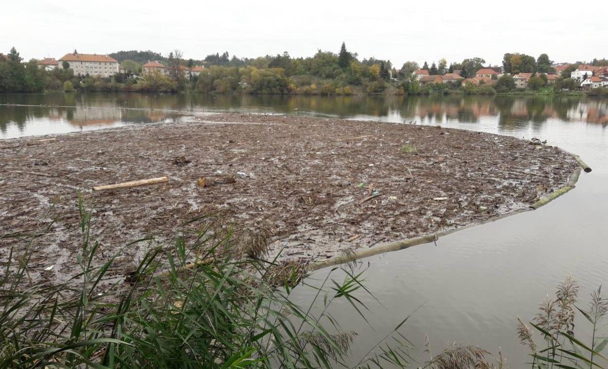 2020-10-30-splavi podhradský rybník