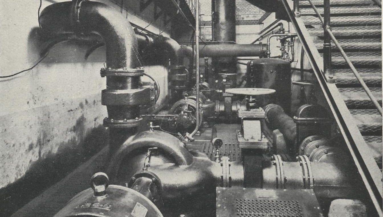 03_Interiér strojovny - podzemní patro v roce 1908