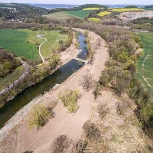 Povodí Moravy vytváří podél Bečvy tůně a rozšiřuje koryto